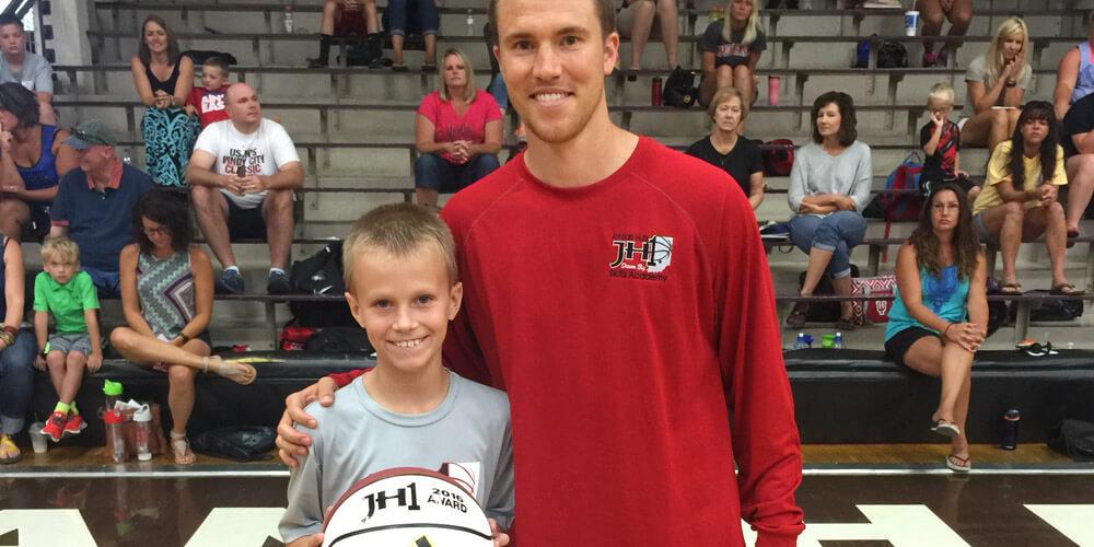 Jordan-Hulls-Basketball-Skills-Academy-Camp-07